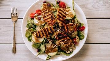 Prato com frango e vegetais